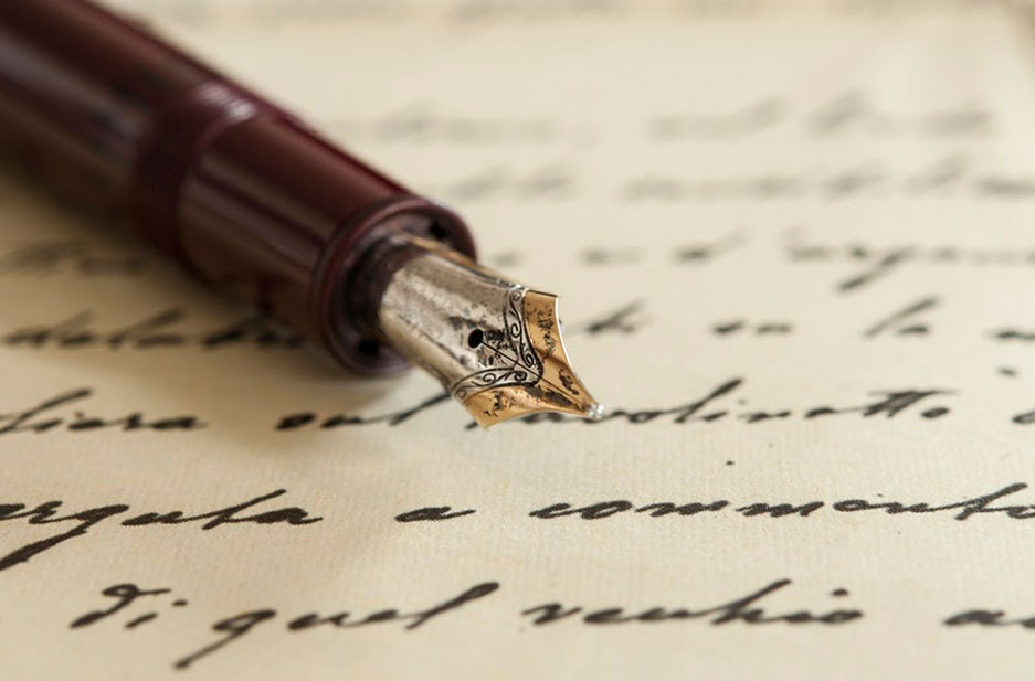 A fountain pen laying on a notebook just like historical diaries